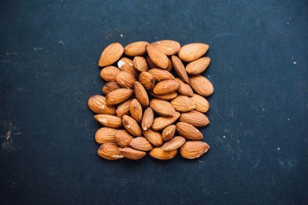 Aceite de almendras: Propiedades y beneficios para la piel y el cabello